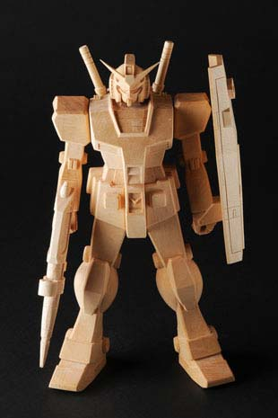 マニア唾涎必至!これぞ大人のおもちゃ「木彫りガンダム」おもちゃ 2