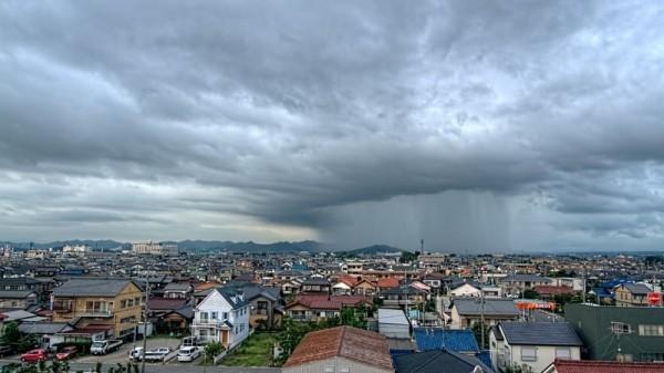 【サラリーマン必須アイテム】ゲリラ豪雨も台風も楽しくなる超頑丈な折り畳み傘!?生活用品 4