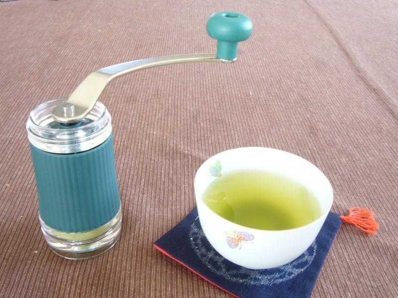 お茶をパウダーにする粉末器は電動式ミルだと不便?ポーレックスを使ってみた感想家庭用品 14